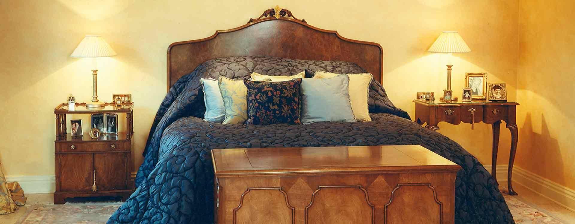 luxurious bedroom walnut bed-set